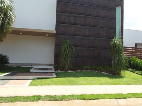 RESIDÊNCIA J&J: Casas modernas por Raquel Pelosi Arquitetura e Design Visual