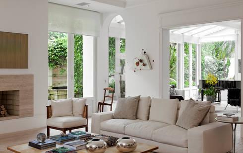 CASA JARDIM EUROPA: Salas de estar modernas por CSDA Arquitetura e Interiores