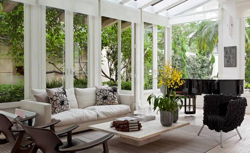 CASA JARDIM EUROPA: Jardins de inverno modernos por CSDA Arquitetura e Interiores
