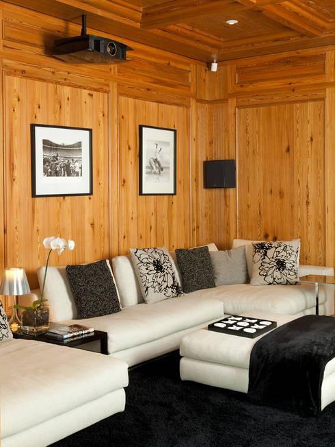 CASA JARDIM EUROPA: Salas multimídia modernas por CSDA Arquitetura e Interiores