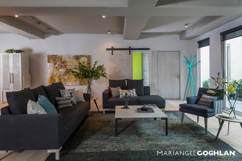 Encinos: Salas de estilo industrial por MARIANGEL COGHLAN