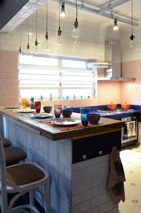 Cocina de estilo  por Mmaverick Arquitetura