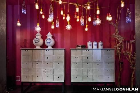 Pantry: Vestíbulos, pasillos y escaleras de estilo  por MARIANGEL COGHLAN