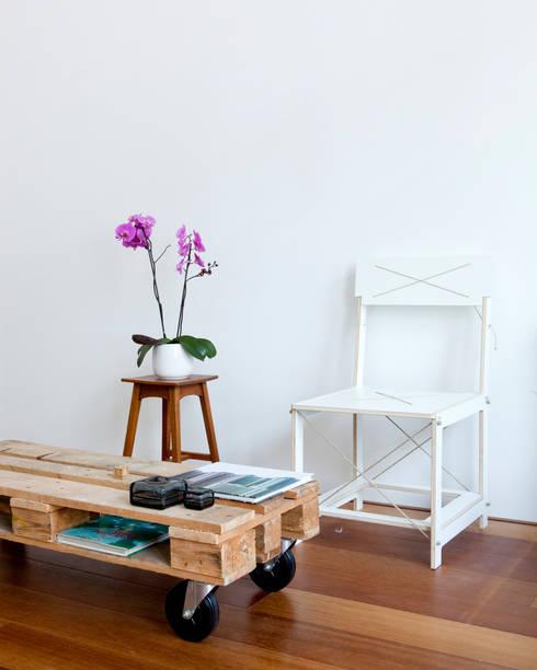 Scene Chair: minimalistische Studeerkamer/kantoor door Studio Toon Welling