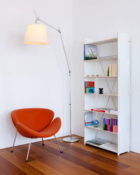 Scene Shelves: minimalistische Studeerkamer/kantoor door Studio Toon Welling