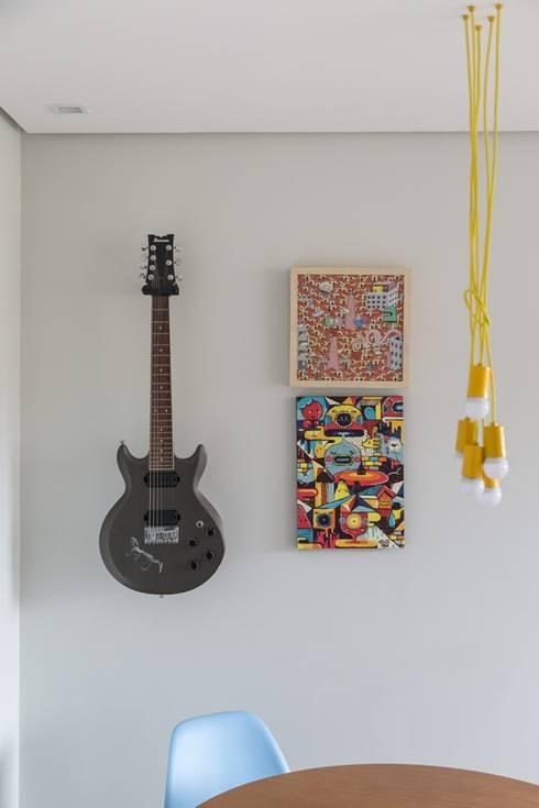 Apartamento CB: Arte  por Moove Arquitetos