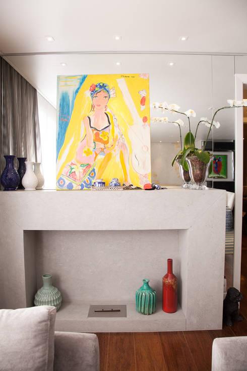 detalhe lareira : Salas de estar modernas por Arquitetura Juliana Fabrizzi