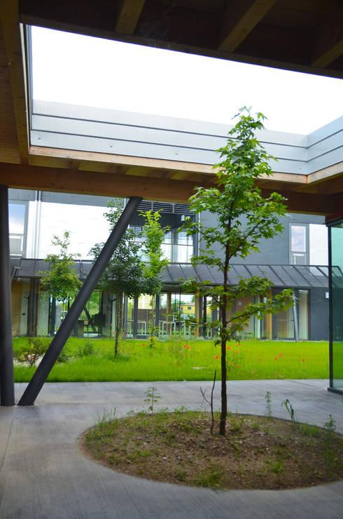 Jardín de estilo  por Andrea Martinelli Architetto