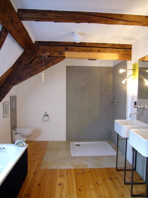 Wohnhaus ET:  Badezimmer von plan.G [innenarchitekten]