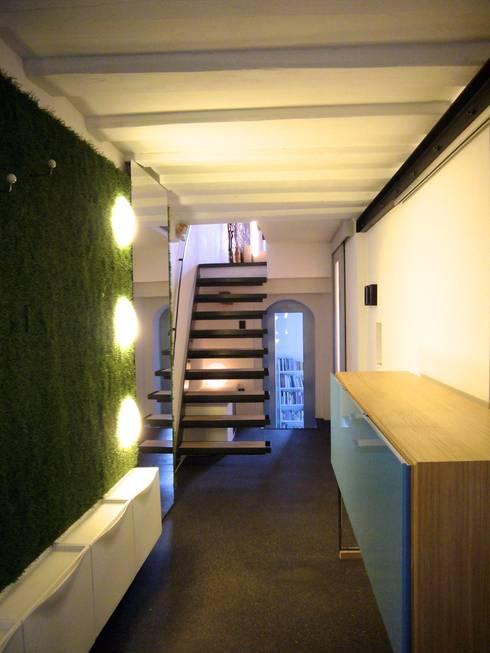Wohnhaus ET:  Flur & Diele von plan.G [innenarchitekten]