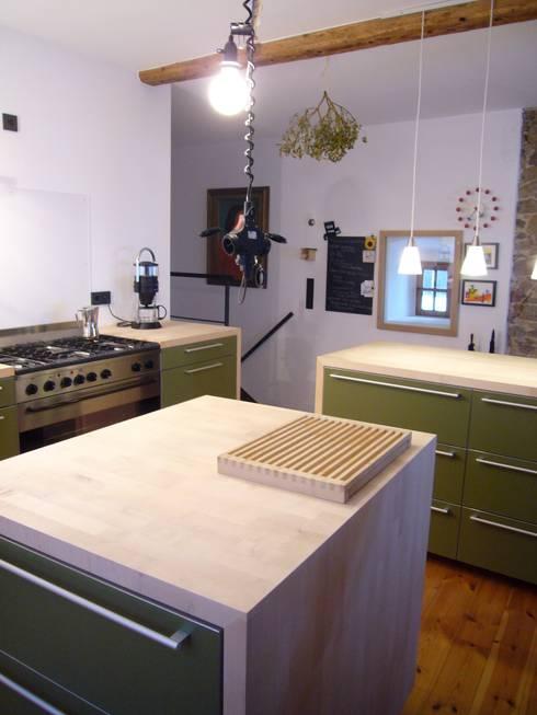 Wohnhaus ET:  Küche von plan.G [innenarchitekten]