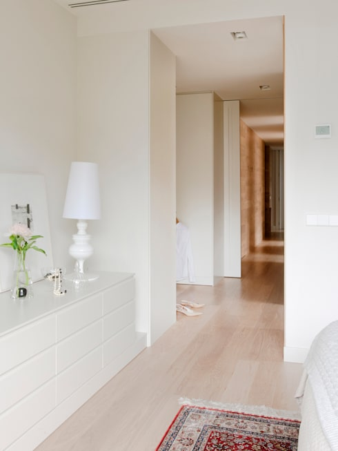minimalistic Dressing room by A! Emotional living & work