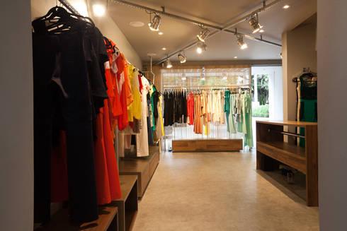 Loja: Lojas e imóveis comerciais  por Arquitetura Juliana Fabrizzi