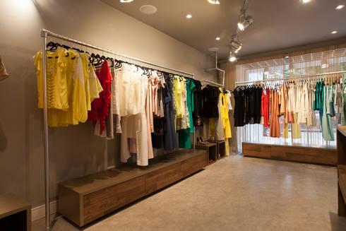 Loja : Lojas e imóveis comerciais  por Arquitetura Juliana Fabrizzi