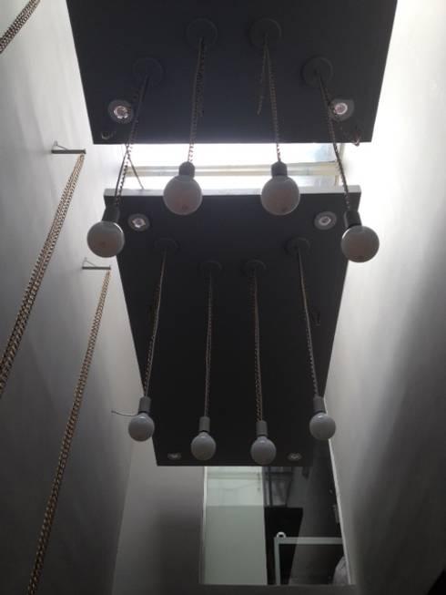 Detalhe iluminação : Lojas e imóveis comerciais  por Arquitetura Juliana Fabrizzi