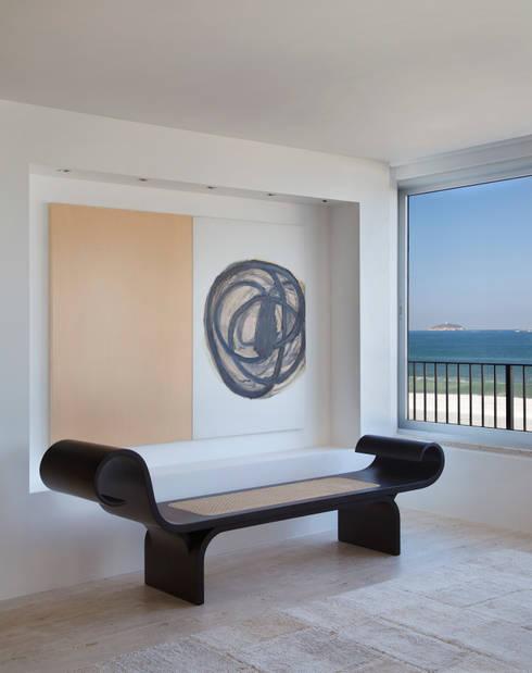 Residência Vieira Souto: Salas de estar modernas por Bezamat Arquitetura