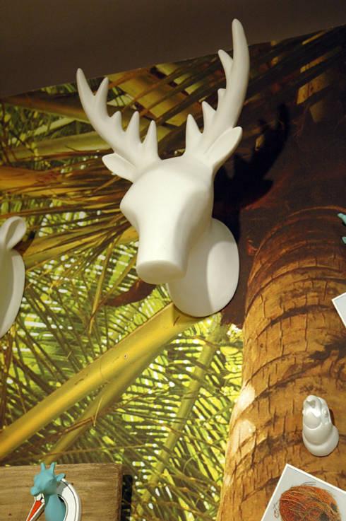 Dekoracja ścienna - wieszak Deer duży marki The Zoo: styl , w kategorii Salon zaprojektowany przez Sklep Internetowy Kiddyfave.pl