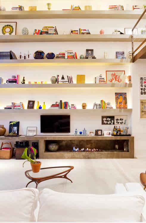 CASA URBANA: Salas de estar modernas por PAULA BITTAR ARQUITETURA
