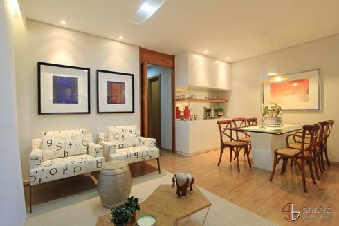 Salas de Estar e Jantar: Salas de jantar ecléticas por Camila Tannous Arquitetura & Interiores