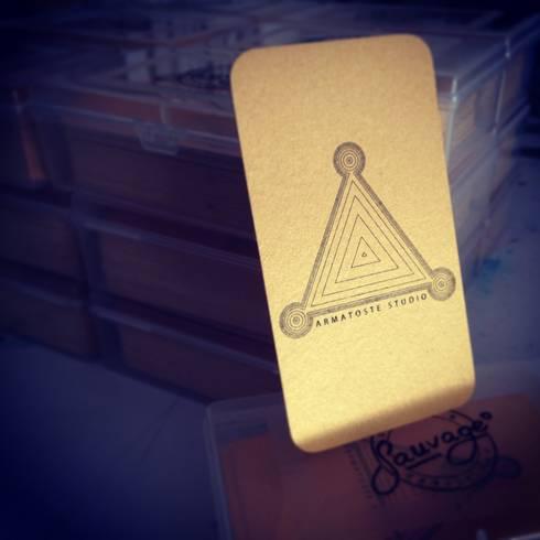 tarjetas: Pasillos y recibidores de estilo  por Armatoste studio