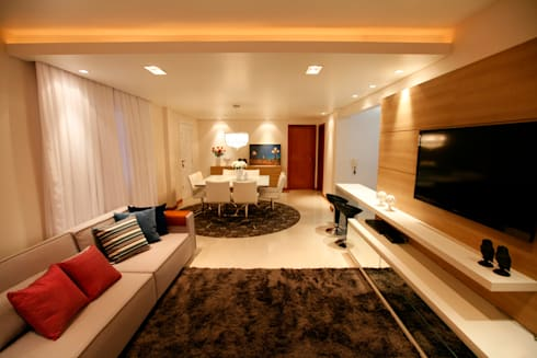 Casa AS- Joinville/SC – Estúdio Kza Arquitetura e Interiores: Salas de estar modernas por Estúdio Kza Arquitetura e Interiores