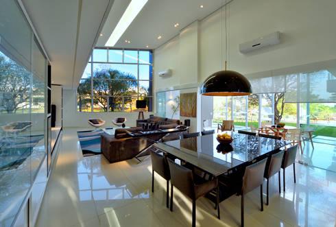 Casa Jabuticaba: Salas de jantar modernas por Raffo Arquitetura