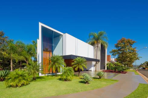 Casa Jabuticaba: Casas modernas por Raffo Arquitetura