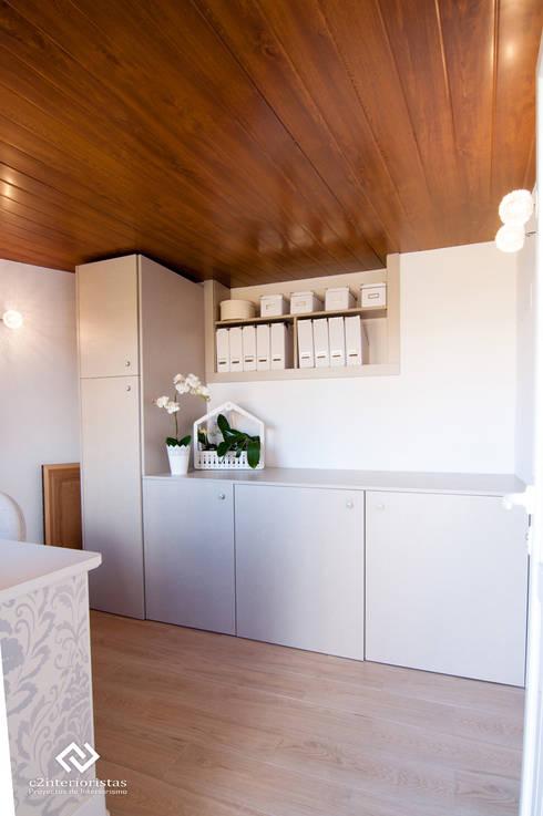 Diseño vivienda en Benalmádena: Estudios y despachos de estilo  de C2INTERIORISTAS