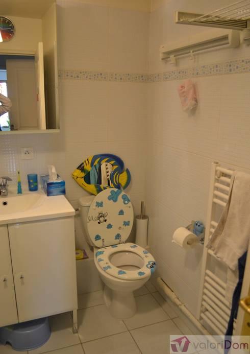 Home Staging Salle de bains d'enfants 2 Avant:  de style  par VALORIDOM