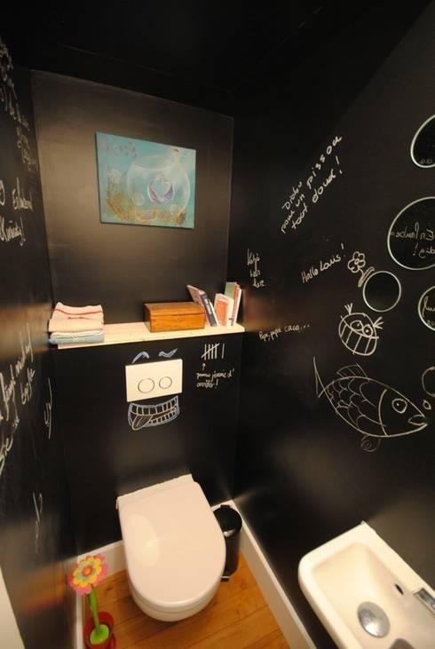 APPART1 - WC: Salle de bains de style  par Architecture 3j
