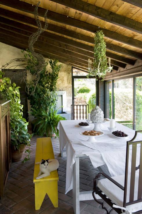 Salas de jantar  por Oito Interiores