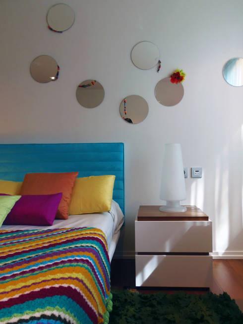 Vivienda unifamiliar, Ourense, Galicia.: Dormitorios de estilo moderno de Oito Interiores
