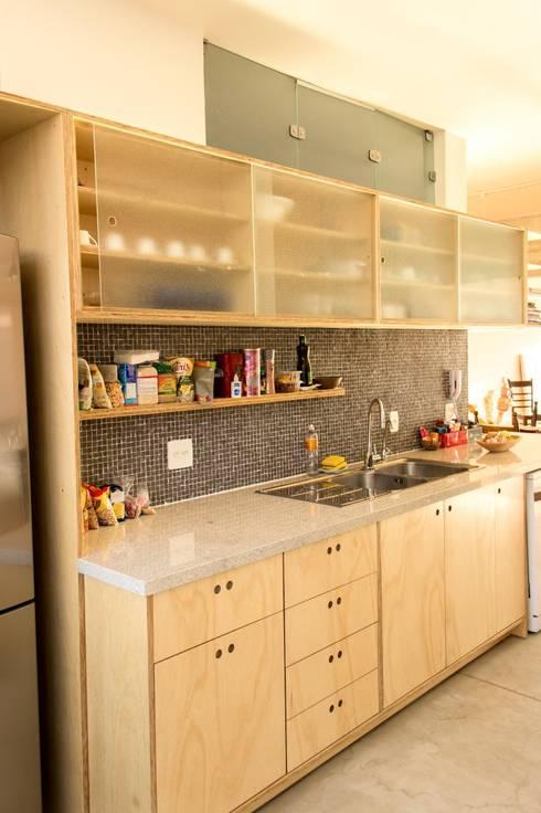 Cocina de estilo  por Ruta arquitetura e urbanismo