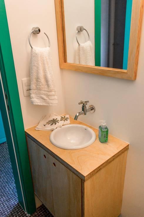 Banheiro - lavabo: Banheiros  por Ruta arquitetura e urbanismo
