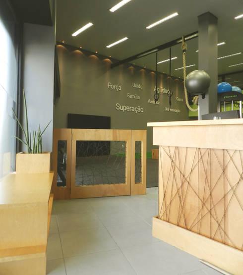 Hall Entrada: Espaços comerciais  por Monte Arquitetura
