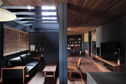 リビングルーム: アトリエセッテン一級建築士事務所が手掛けたリビングです。