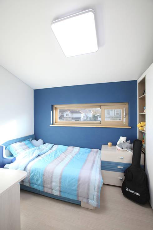 씩씩한 작은땅의 방: 주택설계전문 디자인그룹 홈스타일토토의  아이방