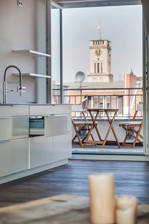 Küche mit besonderem Ausblick:  Küche von 16elements GmbH