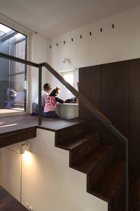 HGCNH: 株式会社コウド一級建築士事務所が手掛けた廊下 & 玄関です。