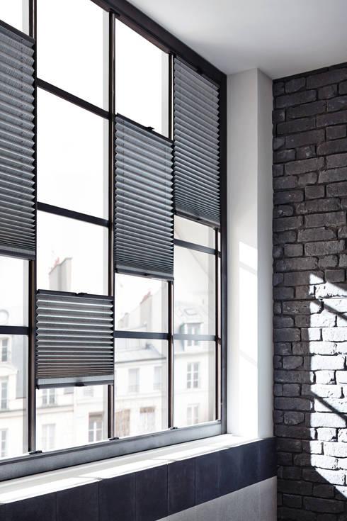 Puertas y ventanas de estilo  de homify
