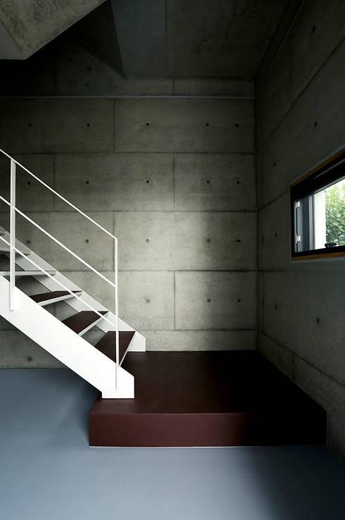 Corridor & hallway by miyukidesign