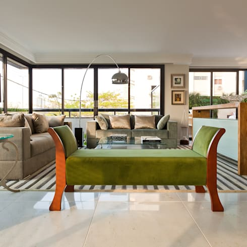 Apto Avenida Beiramar: Salas de estar modernas por Mantovani e Rita Arquitetura