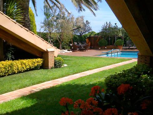 Gregal Wind: Jardines de estilo mediterráneo de Estudio de paisajismo 2R PAISAJE