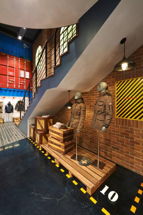 선박안 작은 공간 모습: Design m4의  벽