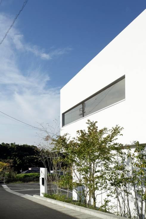 Nhà by 久保田正一建築研究所
