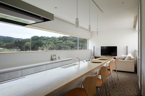modern Living room by 久保田正一建築研究所