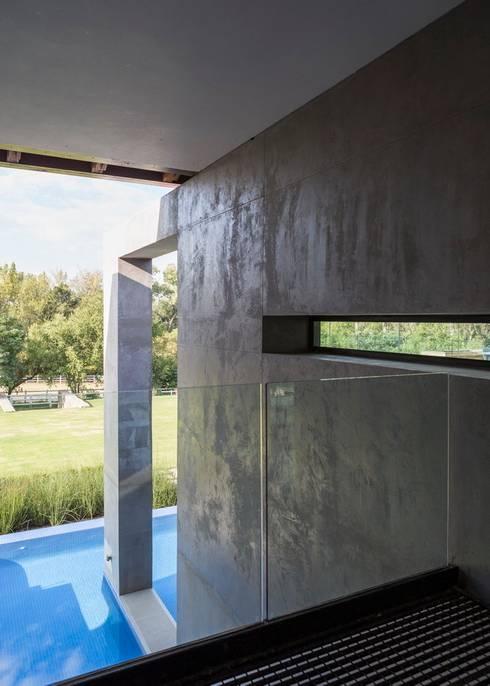 กำแพง by Nico Van Der Meulen Architects