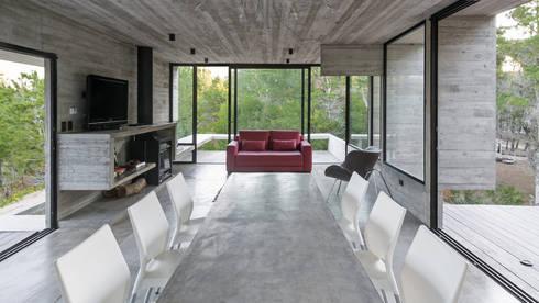 CASA WEIN: Comedores de estilo moderno por Besonías Almeida arquitectos