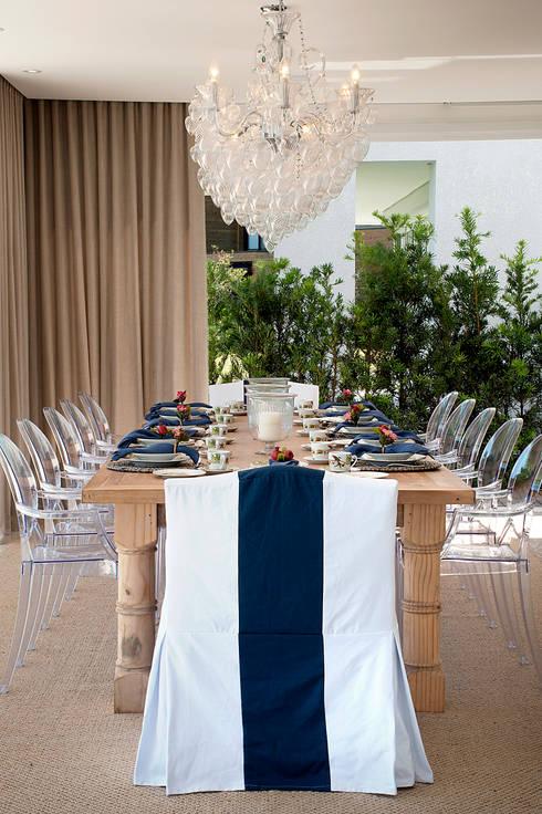 Casa da Praia / Beach House: Salas de jantar clássicas por Luciano Teston