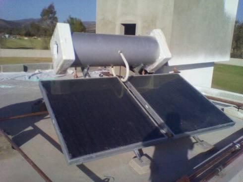 ENERGIA SOLAR TERMICA:  de estilo  por Simah